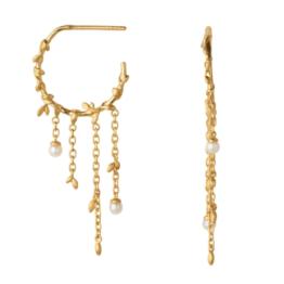 ByBiehl Jungle lvy pearl hoops i forgyldt sølv og med ferskvandsperler Diameter på hoop: 1,7 cm Længde på kæde: 2,5 cm