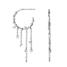 ByBiehl Jungle lvy pearl hoops i sølv og med fersvandsperler Diameter på hoop: 1,7 cm Længde på kæde: 2,5 cm