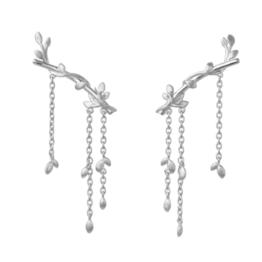 byBiehl Jungle lvy earrings large i sølv. Længde på ørestik: 2,5 cm. Længde på kæde: 3 cm.