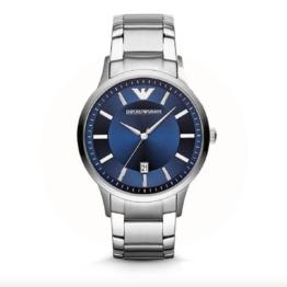 Armani ur – Renato – med datovisning. Urets vandtæthed 5ATM / 50 meter. Uret har hærdet mineralglas, stålurkasse, stål lænke og blå urskive.