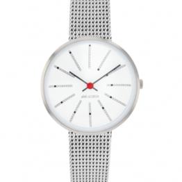 Arne Jacobsen ur – Bankers – Urets vandtæthed 3ATM / 30 meter. Uret har hærdet mineralglas, stålurkasse, mesh lænke og hvid urskive. 30mm