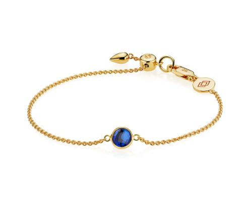 Izabel Camille armbånd i 18kt forgyldt sølv, med kongeblåkvarts. *Prima Donna serien Mål længde: max. 19,5 cm Mål dia. led: 6 mm